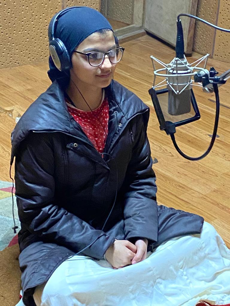Jasnoor Kaur recording a sabad